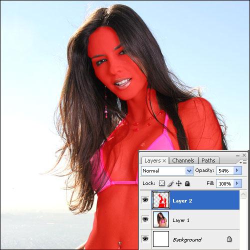 Modellünk így fog kinézni pirosra festett bőrrel