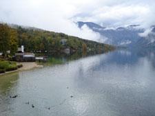 A tó mögötte a hegyekkel