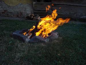 Ropog a tűz